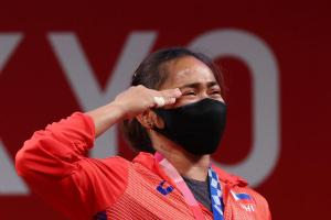 Best news of the day, if not the past 5 years. Congratulations, you deserve all the accolades for almost practically carrying the country. What a time to be alive! Quoted RapplerSports's tweet:   SALAMAT, HIDILYN DIAZ! 🇵🇭🥇🏋🏻♀️ Even with her mask on, Hidilyn Diaz could not hide her emotions. Tears of joy for the Philippines' first-ever Olympic gold medalist. (Photos: Edgard Garrido/Reuters) #Tokyo2020 #Olympics #PHI #Weightlifting READ: https://www.rappler.com/sports/weightlifting-results-hidilyn-diaz-tokyo-olympics-july-26-2021